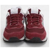 Giày thể thao New Balance đỏ
